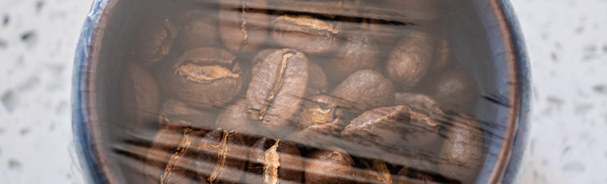 Kaffeebohnen luftdicht verpackt