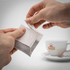 Kaffeebeutel entnehmen